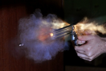 Don't Lose Your Thumb! How to Correctly Grip Your Revolver